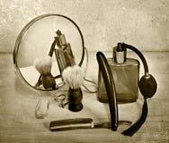 Accesorios del vintage para afeitar Maquinilla de afeitar y brocha de afeitar Imagen de archivo libre de regalías