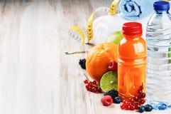 Accesorios del zumo y de la aptitud de fruta fresca Imagenes de archivo