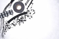 Accesorios eléctricos en la opinión superior del fondo del metal Imágenes de archivo libres de regalías