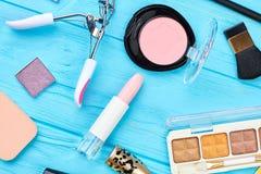Accesorios elegantes del maquillaje de la mujer Fotografía de archivo libre de regalías