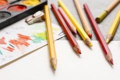 Accesorios en blanco de la hoja de papel y del dibujo Fotografía de archivo libre de regalías