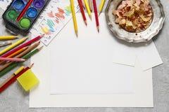 Accesorios en blanco de la hoja de papel y del dibujo Imágenes de archivo libres de regalías