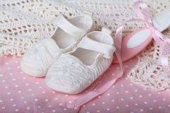Accesorios en el color de rosa para el bebé Fotos de archivo libres de regalías