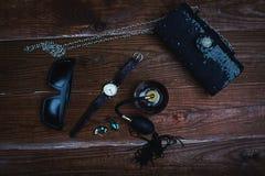 Accesorios en fondo de madera Foto de archivo libre de regalías