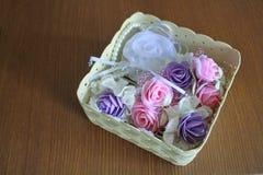 Accesorios en la cesta Fotografía de archivo libre de regalías