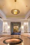 Accesorios en pasillo moderno del hotel Fotos de archivo libres de regalías