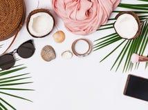 Accesorios femeninos elegantes para las vacaciones de verano imagenes de archivo