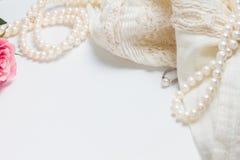 Accesorios femeninos en blanco Imagen de archivo