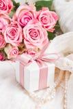 Accesorios femeninos en blanco Imagen de archivo libre de regalías