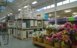 Accesorios florales y venta de los muebles Fotos de archivo libres de regalías