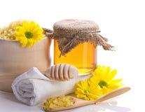 Accesorios, flores y miel del balneario Foto de archivo