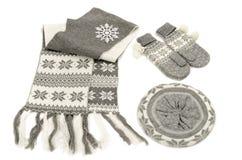 Accesorios grises del invierno aislados en el fondo blanco Fotos de archivo libres de regalías