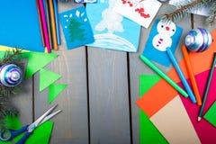 Accesorios hechos a mano de la Navidad en la tabla de madera Endecha plana Copie el espacio, Imágenes de archivo libres de regalías