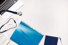 Accesorios médicos del negocio en lugar de trabajo del ` s del doctor Imágenes de archivo libres de regalías