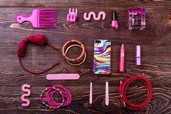 Accesorios, maquillaje y teléfono Imagenes de archivo