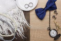 Accesorios masculinos y femeninos de la boda Imágenes de archivo libres de regalías