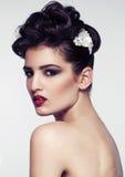 Accesorios modelo hermosos de la boda del pelo que llevan Fotos de archivo