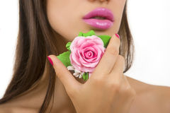 Accesorios - muchacha hermosa con maquillaje rosado brillante y Acces Fotografía de archivo libre de regalías