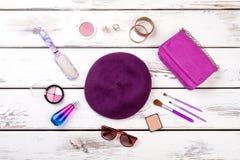 Accesorios púrpuras del ` s de las mujeres Fotografía de archivo