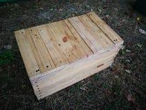 Accesorios para arriba que acampan de madera del paquete de la caja Fotografía de archivo