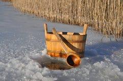 Accesorios para el baño ruso cerca del agujero del hielo Imagen de archivo libre de regalías