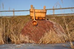 Accesorios para el baño ruso cerca del río Fotografía de archivo libre de regalías