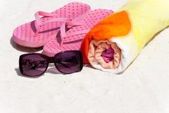 Accesorios para el día de fiesta de la playa Fotografía de archivo