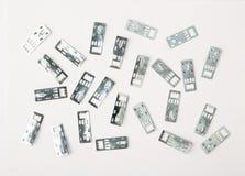Accesorios para el estudio que enmarca de la imagen en un fondo blanco Foto de archivo