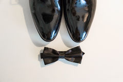 Accesorios para el novio Mariposa y zapatos El novio determinado Butterfly calza mancuernas de las correas Fotos de archivo libres de regalías