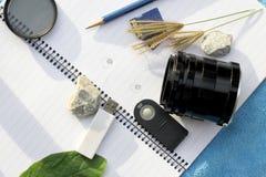 Accesorios para el viajero y el fotógrafo Imágenes de archivo libres de regalías