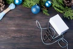 Accesorios para embalar regalos de Navidad creativos Fotografía de archivo libre de regalías