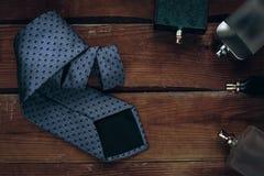 Accesorios para hombre Perfumes con el lazo Fotografía de archivo