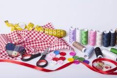 Accesorios para la costura de la mano Fotos de archivo libres de regalías