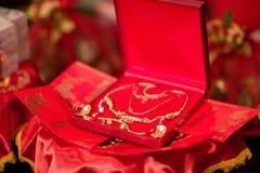 Accesorios para la novia en la boda china tailandesa Fotos de archivo
