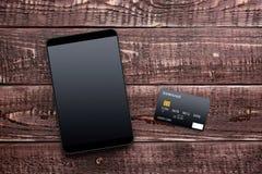 Accesorios para las compras y el pago en línea Imágenes de archivo libres de regalías