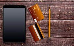 Accesorios para las compras y el pago en línea Foto de archivo libre de regalías
