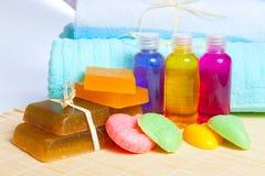 Accesorios para lavarse y las toallas Foto de archivo libre de regalías