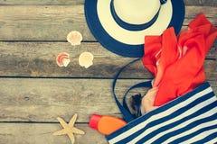 Accesorios para mujer de la playa del verano para su día de fiesta del mar Fotografía de archivo