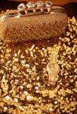 Accesorios para mujer de oro de la moda Reloj y monedero de lujo, Imagenes de archivo