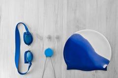 Accesorios para nadar en la piscina Fotografía de archivo libre de regalías