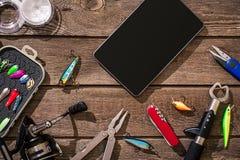 Accesorios para pescar en el fondo de la madera Visión superior imágenes de archivo libres de regalías