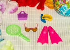 Accesorios para sus vacaciones y salto de verano con el globo, Fotos de archivo