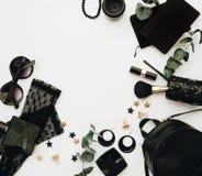 Accesorios planos del negro de la moda de la endecha imagen de archivo libre de regalías