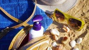 Accesorios por días de fiesta de la playa Imágenes de archivo libres de regalías