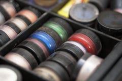 Accesorios profesionales usados del maquillaje Fotografía de archivo