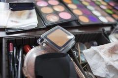 Accesorios profesionales usados del maquillaje Fotos de archivo libres de regalías