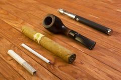 Accesorios que fuman determinados Foto de archivo