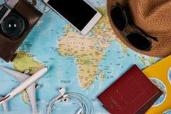 Accesorios que viajan y concepto de las vacaciones Fotografía de archivo