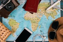 Accesorios que viajan y concepto de las vacaciones Fotos de archivo