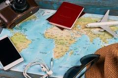 Accesorios que viajan y concepto de las vacaciones Imagenes de archivo